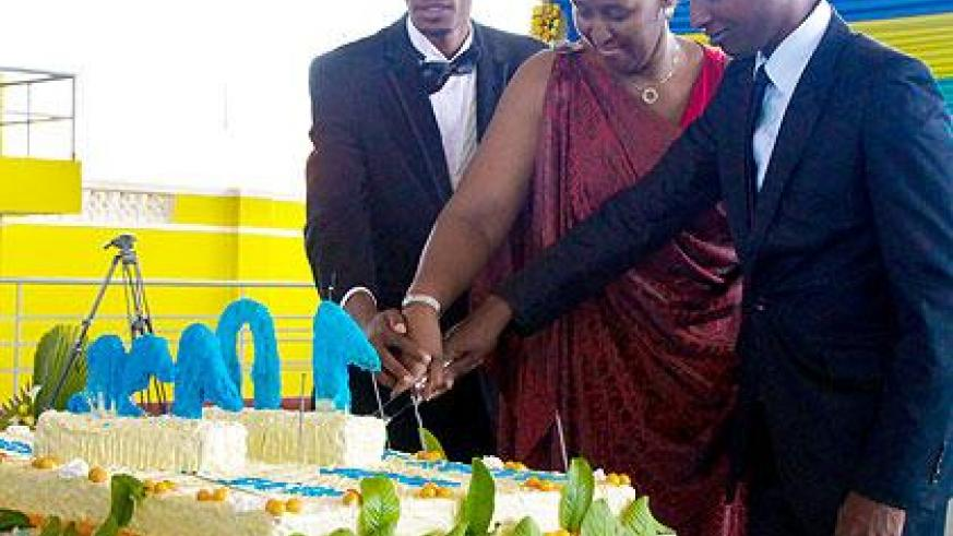 L-R President of GAERG, Charles Habonimana, First Lady Mrs. Jeannette Kagame, and  President of AERG Constantin Rukundo cutting a cake. The New Times/T.Kisambira