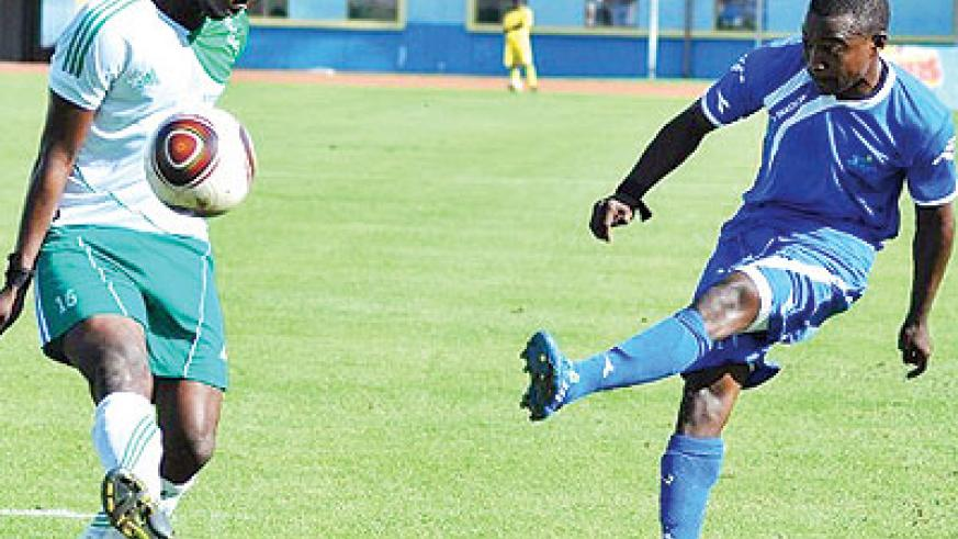 Rayon skipper Fuadi Ndayisenga (R), seen here in action against SC Kiyovu, is fit to travel for the AC Leopards Dolisie clash on Sunday. The New Times/File.