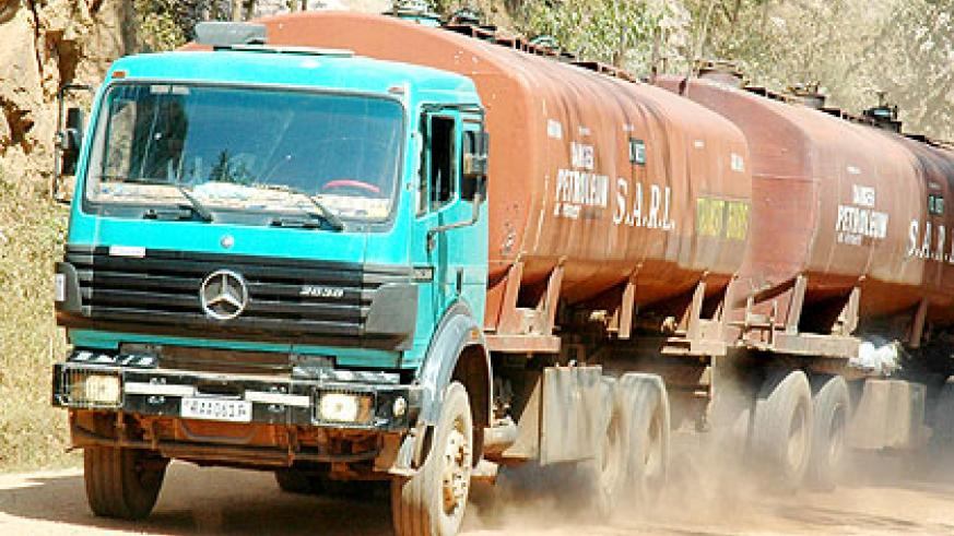 A Kigali-bound tanker on Gatuna road. It takes on average a week for a truck to leave Kigali, going to western Kenya, loading and coming back. The New Times/John Mbanda