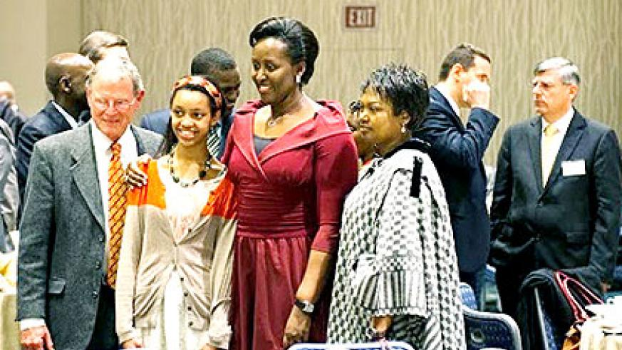 First Lady Jeannette Kagame shares a photo moment with Senator Inhofe (L) and his daughter (2ndL) and Amb. Mathilde Mukantabana, Rwanda's envoy to Washington at the Leadership Dinner.  Courtesy.
