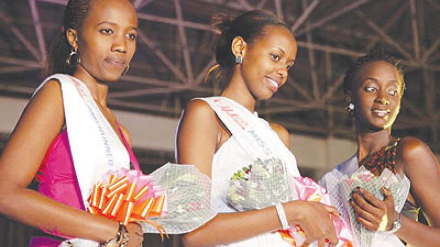 Miss Kigali 2014 Carmen Akineza (centre) poses with first and second runners-up  Emmanuella Erica Urwibutso (right) and Nadia Uwera, respectively. All photos by John Mbanda