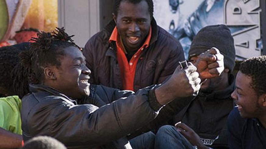 Migrants celebrate getting into Melilla, but they are likely to be expelled. Net photo.