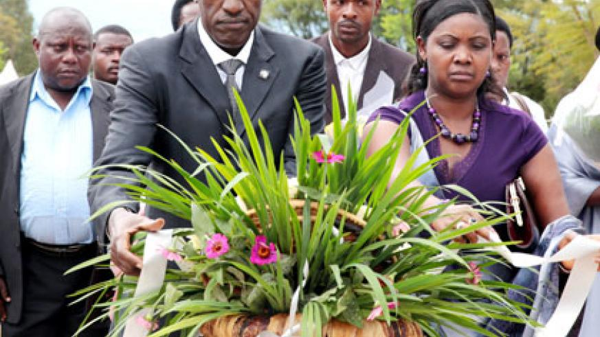 Ntawukuliryayo (right) lays a wreath at Rebero memorial site yesterday