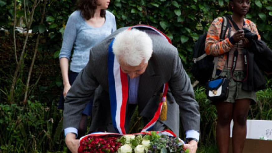 French Senator Alain Fauconnier laying a wreath at Gisozi Memorial Centre in respect of the victims of the 1994 Genocide. (Timothy Kisambira)