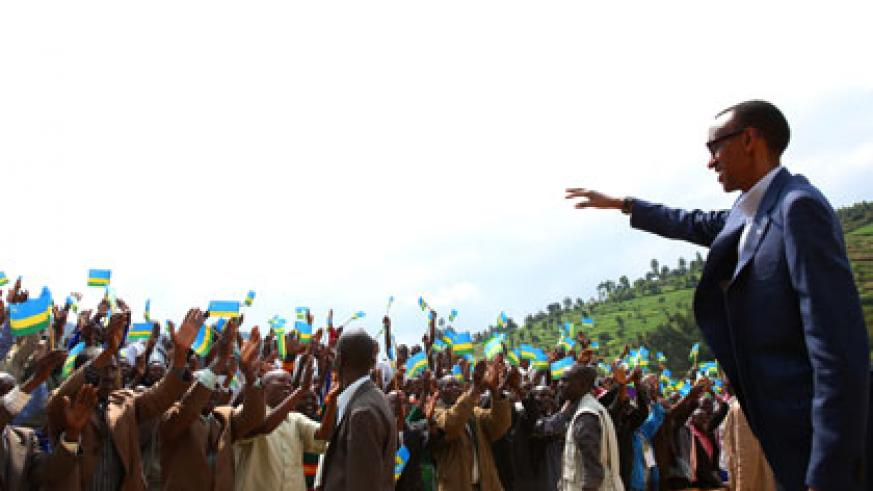 President Kagame arrives at Rambura Primary School to meet with residents of Nyabihu District yesterday. Village Urugwiro.