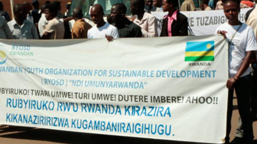 Youth hold a banner in preparation for the carnival walk in Nyamirambo, Kigali yesterday. (Plaisir Muzogeye)