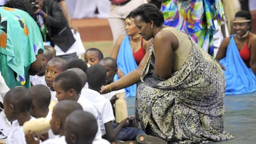 The First Lady, Jeannette Kagame, serves milk to children at the closure of the Umuganura festivities at Petit Stade, Kigali, yesterday. Courtesy.