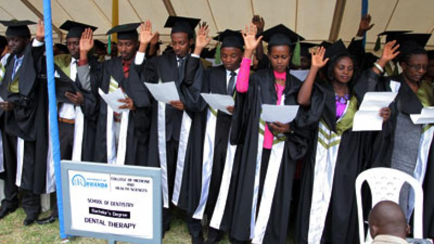 Medical graduates take oath at the inaugural graduation of University of Rwanda in Kigali yesterday. John Mbanda.