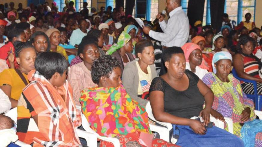 Francois Ngarambe from the National Women Council addresses the vendors during the meeting. (Arnold Agaba)