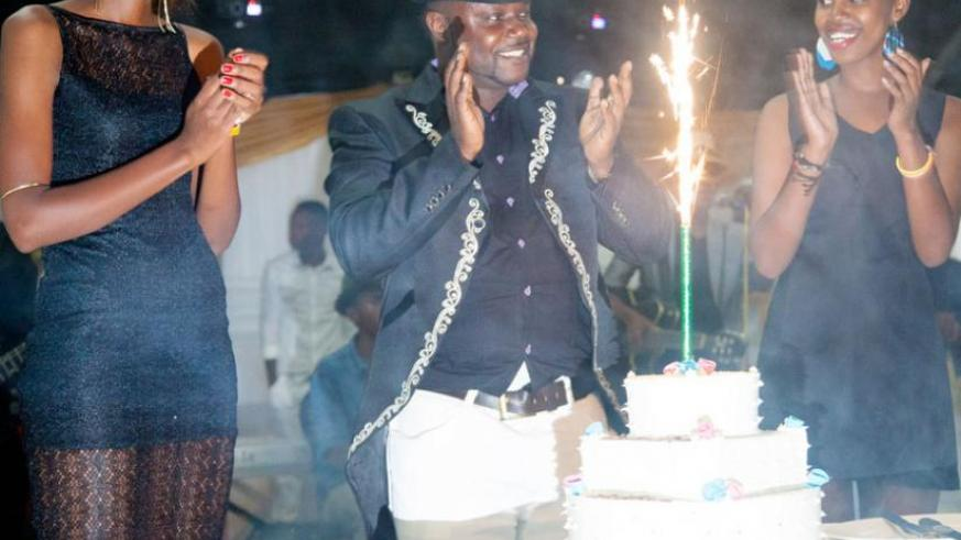 Kidum performs to adoring crowds on his 40th birthday | The New