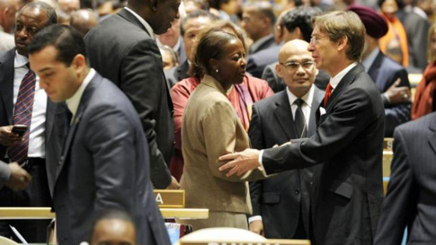 Foreign Affairs minister Louise Mushikiwabo(C), chats with other officials during the UN Security Council elections last year. (Net)