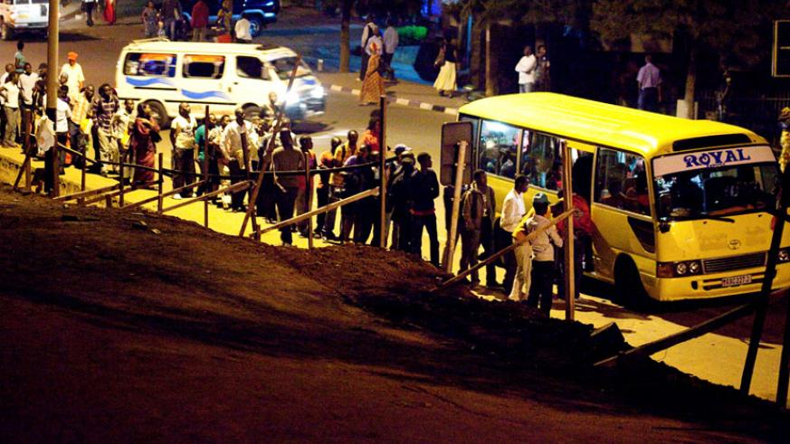 Passengers queue to board an omnibus at Statistic Bus Stop in downtown Kigali. (File)