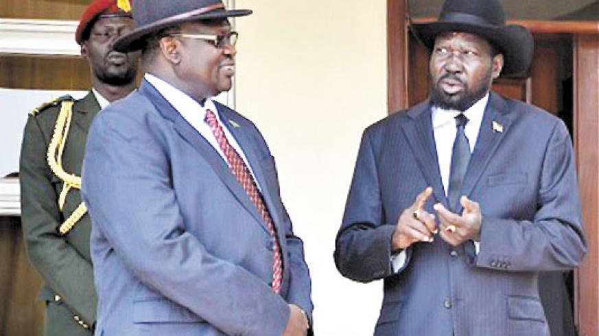 Machar (L) and and President Kiir.  The two have agreed to bring together the rival camps. (Net photo)