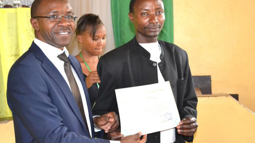 IPRC East boss Ephrem Musonera awarding certificates to the students. (Stephen Rwembeho)
