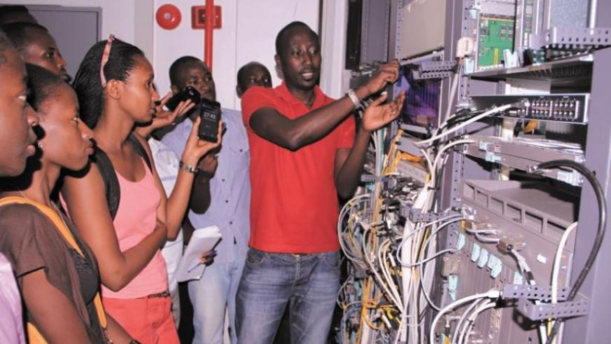 Robert Muratirwa, the Airtel Rwanda network manager, during a session with the RTUC students at the telecom firm's operation centre.