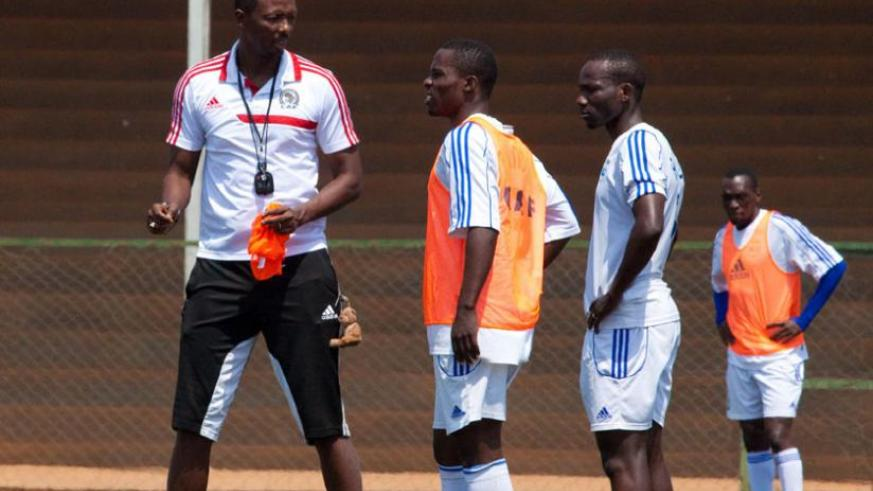 Former Amavubi coach Eric Nshimiyimana talking to players before the game. (File)