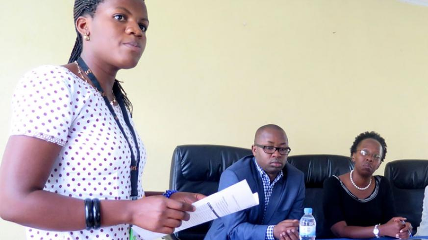 Nibayavuge (L) speaks on behalf of trainees as Dr Fidèle Ngabo,  head of maternal, child and community health (C), and Ndenga look on. (Emmanuel Ntirenganya)