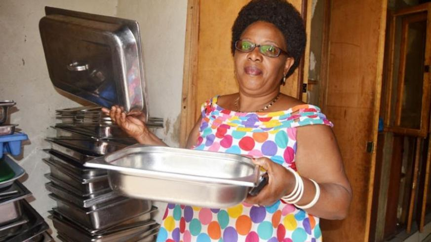The business lady holds buffet trays in the kitchen.