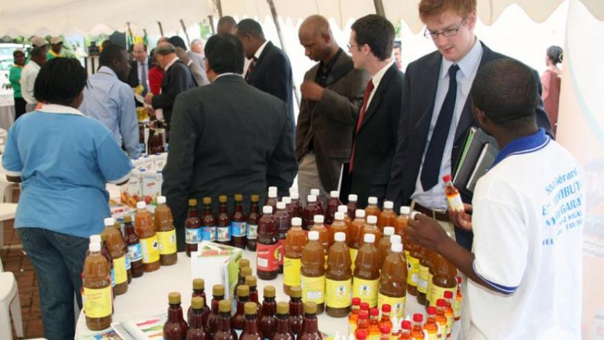 Delegates inspect some of the products from Rwanda's agriculture transformation during an agribusiness meeting in Kigali in 2010. (File)
