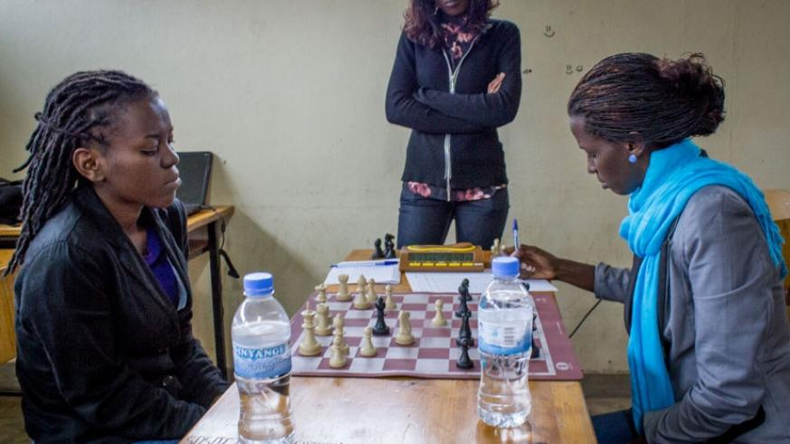 Marie Faustine Shimwa (L) mulls over her next move during an encounter with Odile Kalisa (R), the number two in the women's category. (Fernand Mugisha)