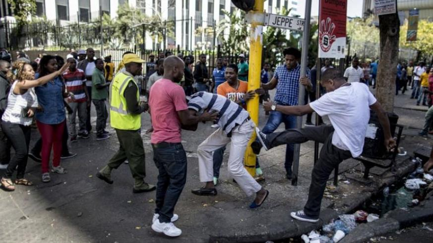 A man being brutalised by native South Africans earlier this week. (Net photo)