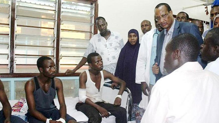 Garissa governor Nathif Jama consoles injured students at a hospital on April 2. (Net)