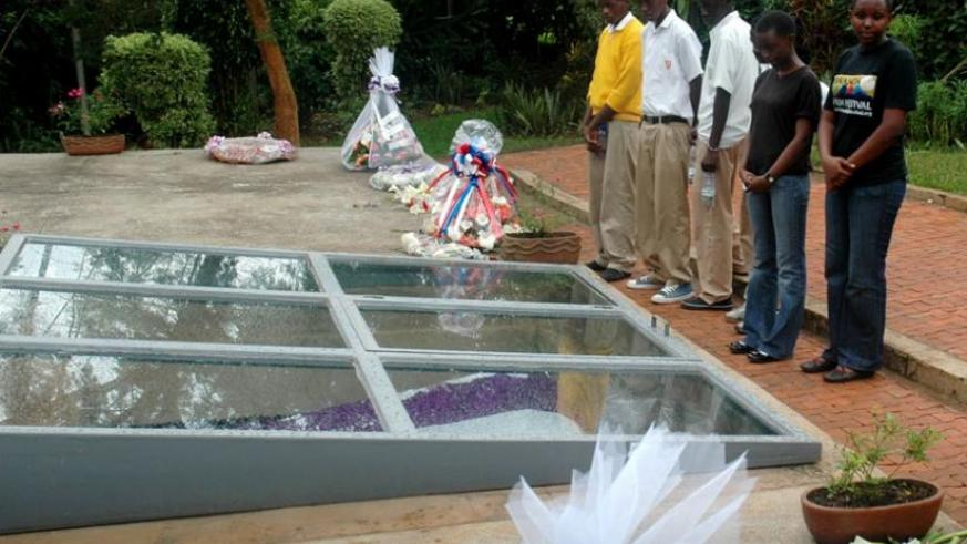 Students pay their respects by a mass grave at Kigali Genocide Memorial Centre, Gisozi. (File)