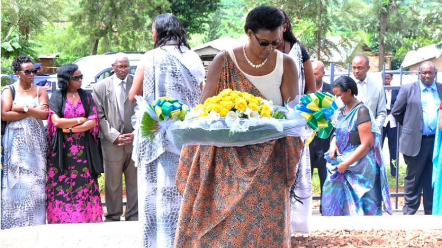 Speaker of Parliament Donatille Mukabalisa lays a wreath in memory of over 350 women and children killed during the 1994 Genocide against the Tutsi at Bambiro Mountain in Kibilizi Sector, Nyanza District (Courtesy)