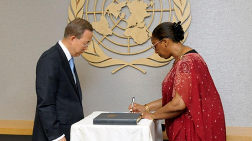 Mbaraga Gasarabwe signs the UN Compact in the presence of Secretary-General Ban Ki-moon after a previous appointment.