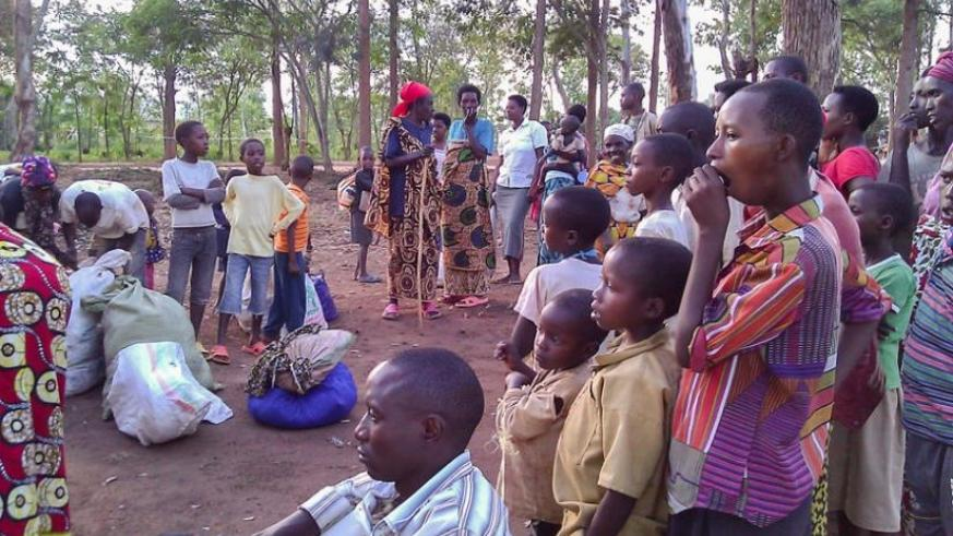Residents of Bugesera look at new arrivals of refugees to Gashora camp. Hassan Mutuhe. (Hassan Mutuhe)