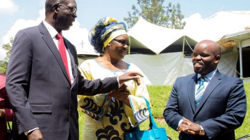 Premier Murekezi (L) interacts with Ministers Judith Uwizeye (C ) and Jean Philbert Nsengimana during a break at the forum yesterday. (Doreen Umutesi)