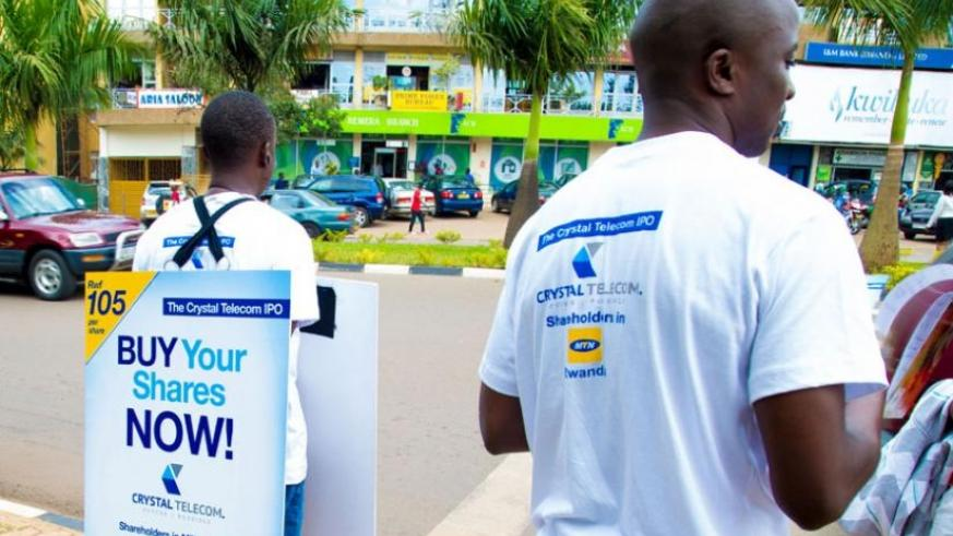Crystal Telecom agents position themselves at strategic places in Kisementi, Remera, to entice individual members of the public into buying shares. (T Kisambira)