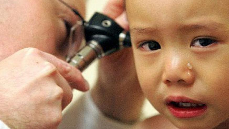 A chronic ear infection can cause permanent damage to the middle and inner ear. (Internet)