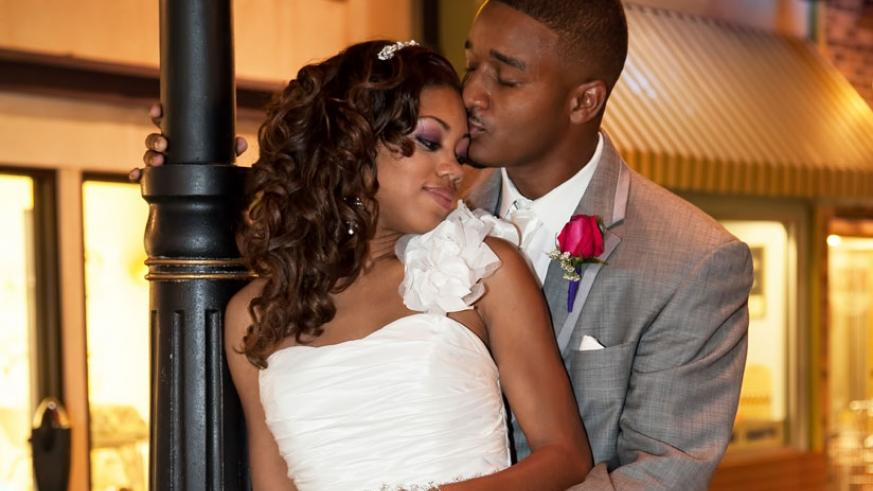 Most people go all out to impress on their wedding day but have to deal with financial issues after the ceremony. (Net photo)
