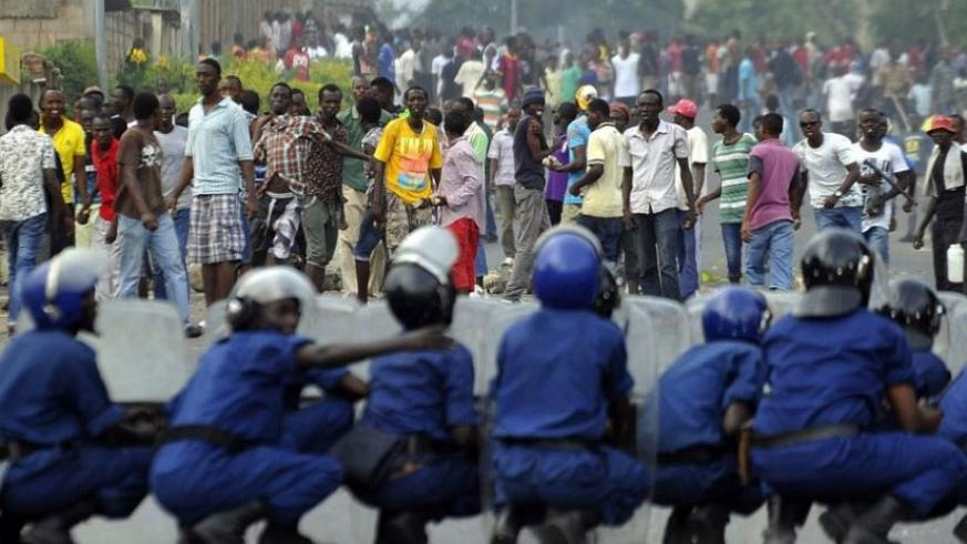 Burundian riot police form a barricade to hold protesters back during a demonstration against the president's bid to cling to power for a third term in Musaga, outskirts of Bujumbura recently. (Internet photo)