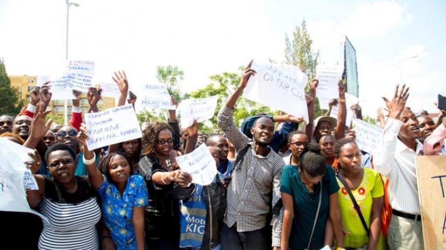 Some of the protesters who 'stormed' the British High Commission office in Kigali, yesterday, demand for the immediate and unconditional release of Lt Gen Karenzi Karake. (Doreen Umutesi)