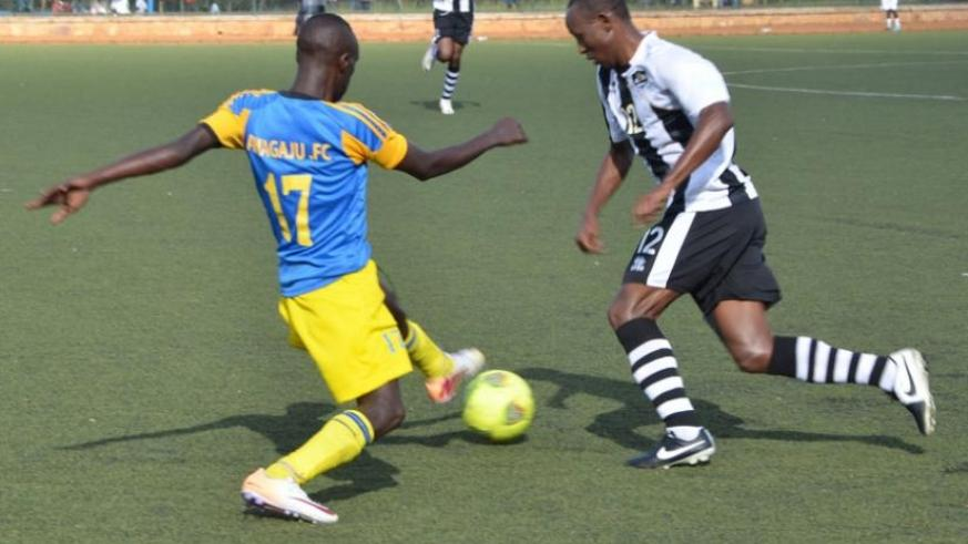 Amagaju's Miraaji Rwanyabahara (L) tries to stop APR's Jean Claude Iranzi during a league match last season. Amagaju are aiming to better last season's 8th place finish. (S. Ngendahimana)