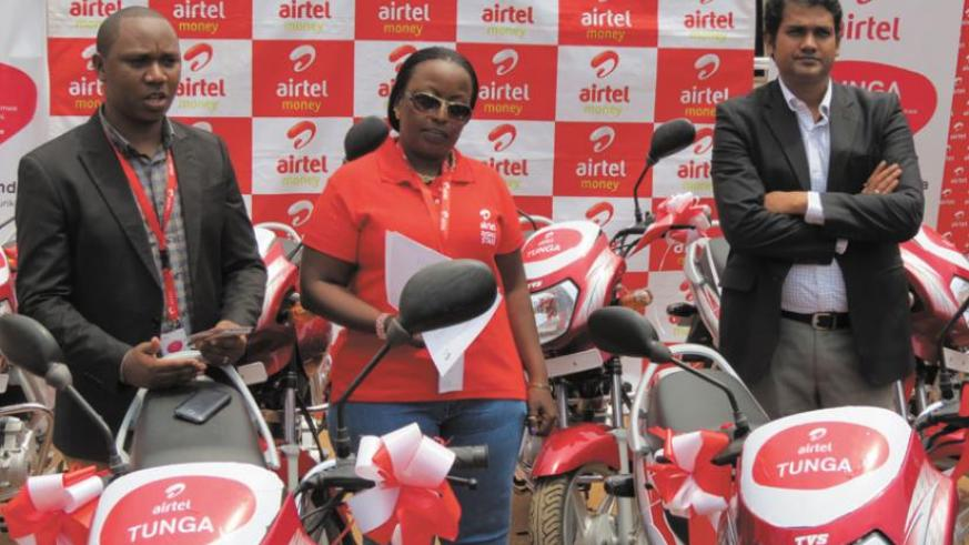 L-R: Chrysanthe Turatimana, the Airtel data, devices and value added services manager, Clementine Nyampinga brand and communications manager and Singh at the launch of the 'Tunga' promotion. (Courtesy)