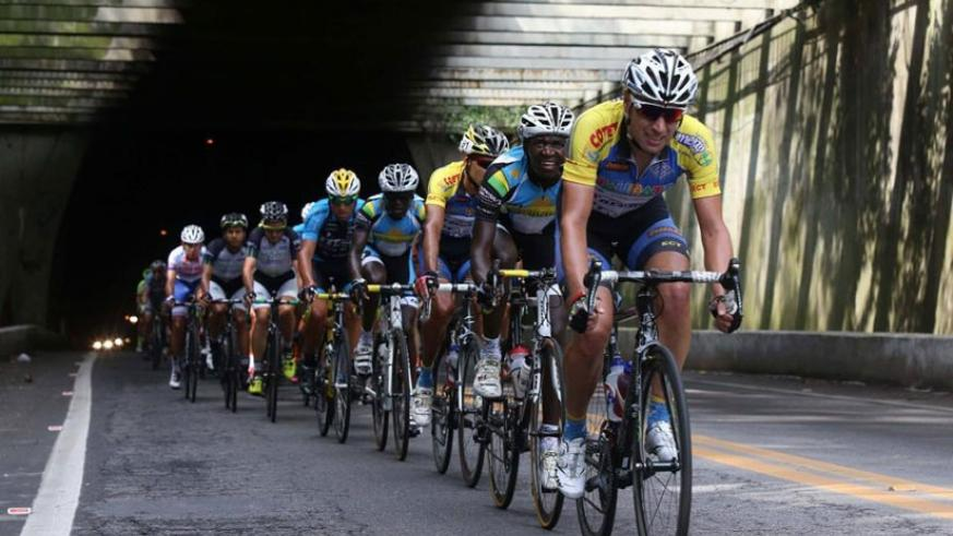 Team Rwanda cyclists Camera Hakuzimana (second) and captain Janvier Hadi (fourth) at the front of the peloton yesterday at the Tour do Rio. (Internet photo)