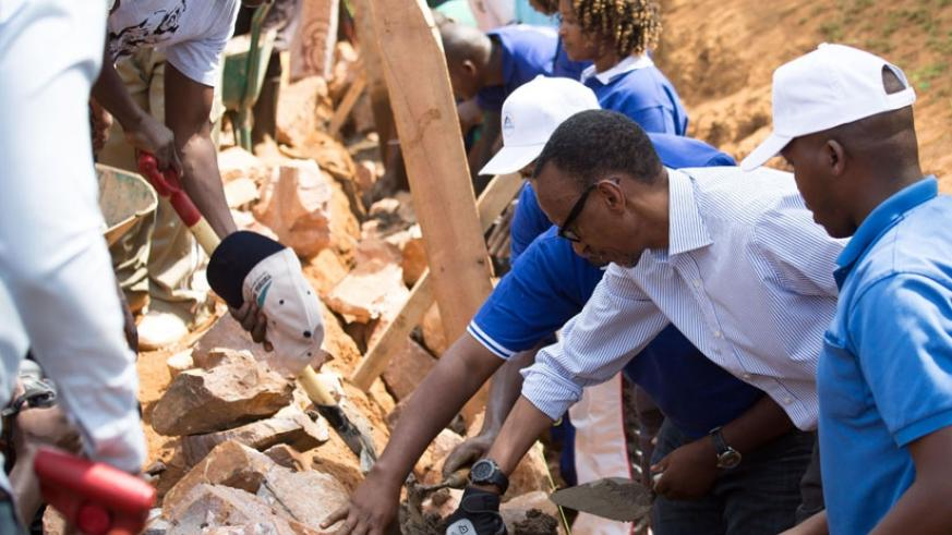 President Kagame joins residents of Karama Sector in building a trench for a five-kilometre road that connects about 20,000 people in Karama and Mwendo during the monthly community service (umuganda) yesterday.  The President later urged residents to continue working together to achieve more development. (Village Urugwiro)