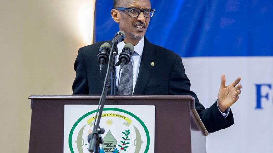 President Kagame briefs leaders while launching the fourth Integrated Household Living Conditions Survey in Kigali yesterday. Kagame saluted the people of Rwanda for their resilience over the past two decades. (Village Urugwiro)