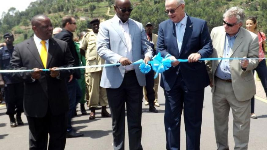 Infrastructure minister James Musoni (2nd L) and Neven Mimica, the European Union commissioner for cooperation (2ndR) cut the ribbon to inaugurate the Kigali-Gatuna road in Gicumbi yesterday. Looking on is Northern Province governor Aime Bosenibamwe (L) and Michael Ryan, the Head of EU Delegation in Rwanda. (Elysee Mpirwa)