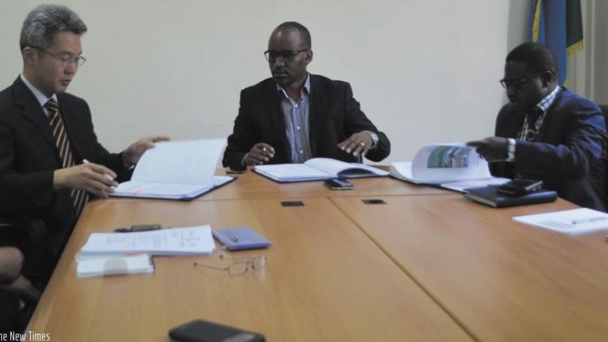 L-R: KOICA's Hyeong,  Musabyimana and mayor Habitegeko during the signing the deal. (Peterson Tumwebaze)