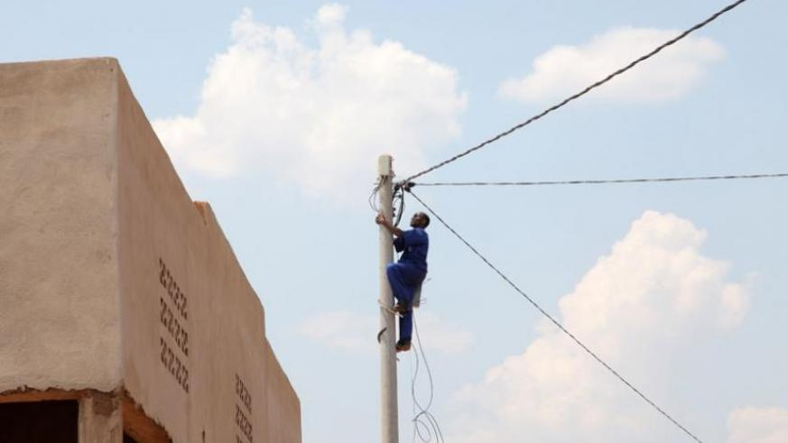 An electrician repairs a power line. Persistent power outage is leaving many city dwellers cursing. (File)