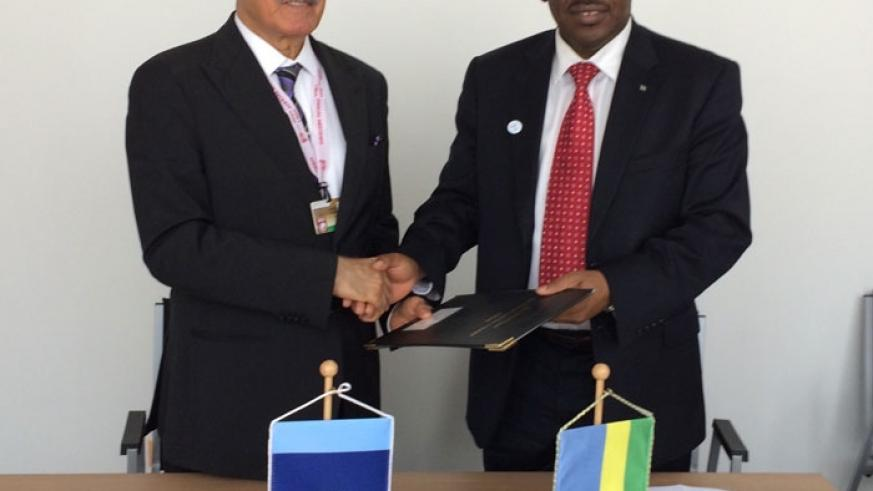 Herbish (R) and Minister Gatete after signing the $15 million loan agreement for the construction of Rukomo-Nyagatare road. (File)
