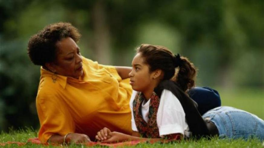 Young children should always befriend their grandparents because of their wisdom, character and informal education. (Net photo)