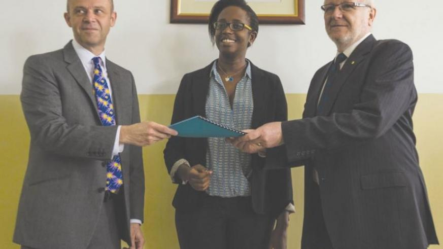 Prof. McWha (R) hands over to Prof. Cotton (L), as Dr Karusisi (C) looks on. (Teddy Kamanzi)