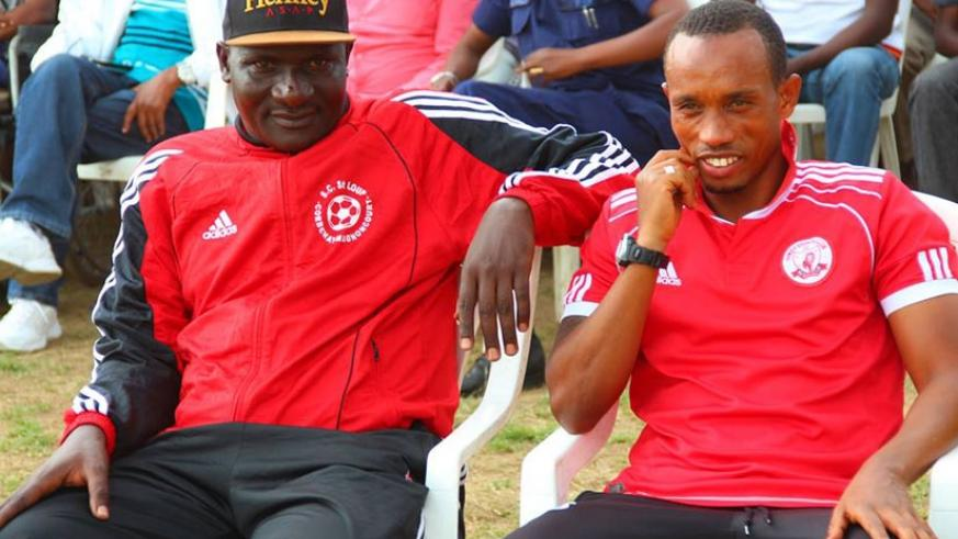 Etincelles coach Kizito (L) with his assistant Jabir Mutarambirwa during a league game against APR on the opening day of the season. (Net photo)