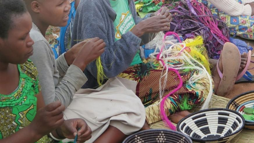 Members of Berwa Women's Association, a handicraft-making group in Kamusenyi, Byimana in Ruhango District, make crafts. (Net photo)