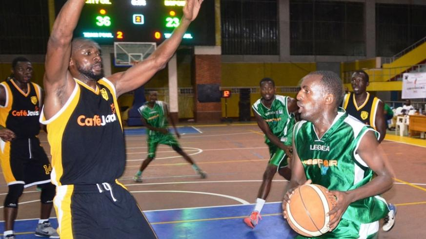 Espoir's Mugabe (R) is defended by City Oilers' and international teammate Kami Kabange during this year's Zone V Club tourney in Kigali. (Sam Ngendahimana)